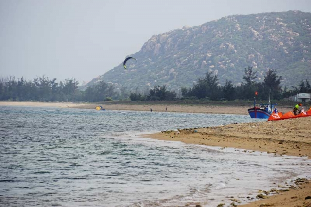 Kitesurfing downwinder vietnam kitetours