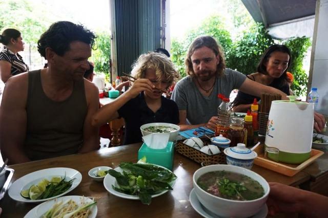 Vietnam kitesurf tour food